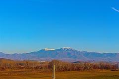 Invierno y paisaje soleado de Bulgaria al sudoeste Foto de archivo libre de regalías
