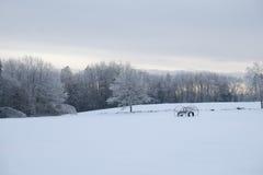 Inviernos que igualan en Maine Farm Imágenes de archivo libres de regalías