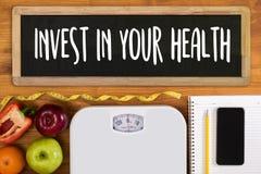 Invierta en su salud, concepto sano de la forma de vida con dieta y fotografía de archivo