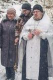 Invigningen av vattenkällan på den kristna ferien av dopet i den Kaluga regionen av Ryssland Royaltyfria Foton