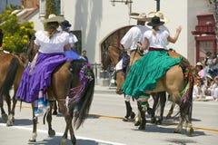Invigningsdagen ståtar ner State Street, Santa Barbara, CA, gamla spanska dagar fiestaen, Augusti 3-7, 2005 Royaltyfri Fotografi