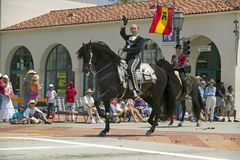 Invigningsdagen ståtar ner State Street, Santa Barbara, CA, gamla spanska dagar fiestaen, Augusti 3-7, 2005 Royaltyfri Bild