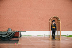 Invii la guardia di onore alla fiamma eterna a Mosca Immagine Stock Libera da Diritti