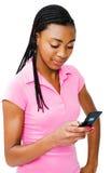 Invio di messaggi di testo dell'adolescente fotografia stock
