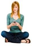 Invio di messaggi di testo splendido della donna immagini stock