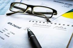 Invista o financiamento depositando o conceito investimento do relatório comercial fotografia de stock royalty free