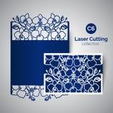 Invitación de la boda del corte del laser Sobre para cortar con las flores de la orquídea Fotos de archivo