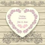 Invitación de la boda en forma del corazón con los elementos florales del garabato Imagen de archivo libre de regalías