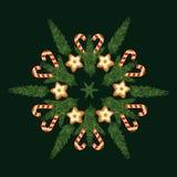 Invitación de la Feliz Navidad y de la Feliz Año Nuevo de moda con la galleta y diseños del árbol de navidad en escamas de la nie imagen de archivo