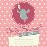 Invitación de la fiesta de bienvenida al bebé con el pájaro lindo Foto de archivo libre de regalías