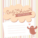 Invitación de la fiesta de bienvenida al bebé con el pájaro lindo Imagen de archivo