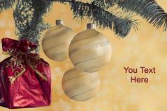 Invitación del Año Nuevo Bolas de la Navidad Imagenes de archivo
