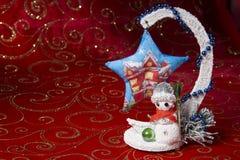 Invitación del Año Nuevo Imagen de la Navidad con un árbol de navidad y un muñeco de nieve Artes de la Navidad Imagen de archivo