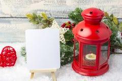 Invitación del Año Nuevo Palmatoria y árbol de navidad rojos de la puntilla El tema del Año Nuevo y de la Navidad Imagen de archivo
