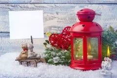 Invitación del Año Nuevo Palmatoria y árbol de navidad rojos de la puntilla El tema del Año Nuevo y de la Navidad Imágenes de archivo libres de regalías