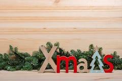 Invitación del Año Nuevo Tarjeta de Navidad La Navidad de madera de las letras del Año Nuevo fotografía de archivo