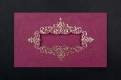 Invitación del amor de la decoración que se casa la tarjeta roja Imágenes de archivo libres de regalías