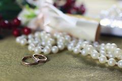 Invitación del fondo del anillo de bodas Imagen de archivo