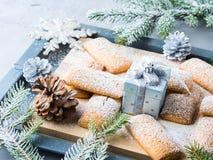 Invitación hecha hogar de las galletas del invierno para la Navidad Fotos de archivo