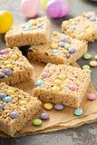 Invitaciones de los krispies del arroz con el caramelo Foto de archivo libre de regalías