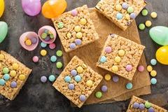Invitaciones de los krispies del arroz con el caramelo Imagen de archivo libre de regalías