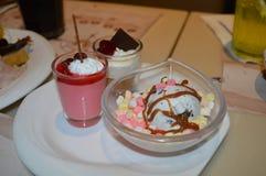 Invitaciones dulces del postre del helado foto de archivo