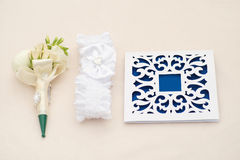 Invitaciones y boutonniere hermosos de la boda Imagen de archivo libre de regalías