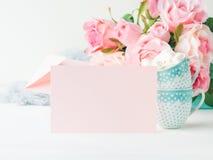 Invitation de jour du ` s de Valentine de carte de rose de papier blanc Images libres de droits