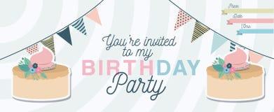 Invitation de partie de joyeux anniversaire avec la décoration et le gâteau floraux Photographie stock libre de droits