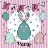 Invitation de partie de Pâques avec un lapin mignon ou des lièvres, des oeufs peints, des drapeaux, des ballons et des étoiles Ut Photos libres de droits