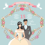 Invitation mignonne de mariage Cadre floral, jeune mariée de bande dessinée, marié Photographie stock libre de droits