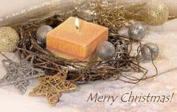 invitation new year Рождество большая свеча в шариках серебра и золота украшения и звезды на предпосылке золота Дизайн ` s Нового стоковое фото rf