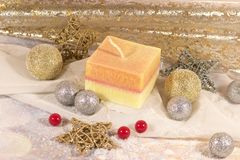 invitation new year 圣诞节在装饰银和金球的大在金背景的蜡烛和星 新年` s设计 免版税库存照片