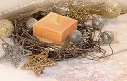 invitation new year 圣诞节在装饰银和金球的大在金背景的蜡烛和星 新年` s设计 库存照片