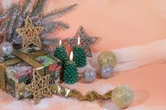 invitation new year 圣诞节在金子新年的设计的三个蜡烛 免版税库存图片
