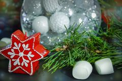 invitation new year 在玻璃球形的圣诞装饰 祝贺假日 库存图片
