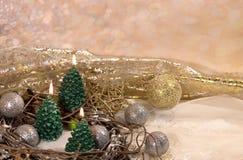 invitation new year 在金子新年的设计的圣诞树蜡烛 免版税库存照片