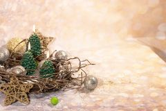 invitation new year 在金子新年的设计的圣诞树蜡烛 免版税库存图片