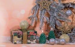 invitation new year 在金子新年的设计的圣诞树蜡烛 库存图片