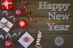 invitation new year 新年快乐的题字 有弓的许多小礼物盒 图库摄影