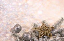 invitation new year 新年` s设计 银、金球和星和金球 库存照片