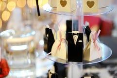Inviti eleganti di nozze in scatole sveglie Fotografie Stock