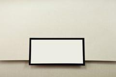 Invito color crema di cerimonia nuziale con il contrassegno in bianco Fotografie Stock Libere da Diritti