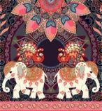 Invito d'annata di nozze, cartolina d'auguri o retro modello senza cuciture di lusso con gli elefanti, i pavoni, la mandala e Pai illustrazione di stock