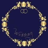Invito di nozze di progettazione da una corona floreale, dalle parole e da due anelli royalty illustrazione gratis