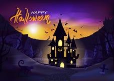 Invito felice del manifesto di giorno di Halloween, palazzo leggero di lustro con la fantasia del terreno incolto delle montagne, royalty illustrazione gratis