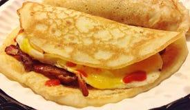 Involucri del pancake dell'uovo e del bacon Fotografia Stock Libera da Diritti