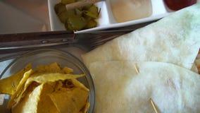 Involucro del vegano con i nacho video d archivio