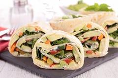 Involucro della tortiglia con la verdura immagini stock libere da diritti
