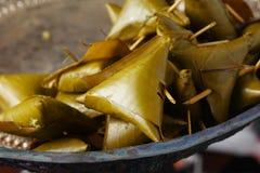 Involucro glutinoso del riso con la foglia della banana Fotografia Stock Libera da Diritti
